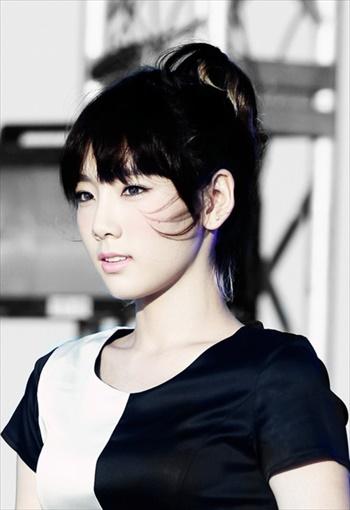 前髪があるアジア人女性の画像