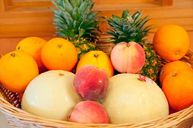 たくさんのフルーツ盛り合わせ
