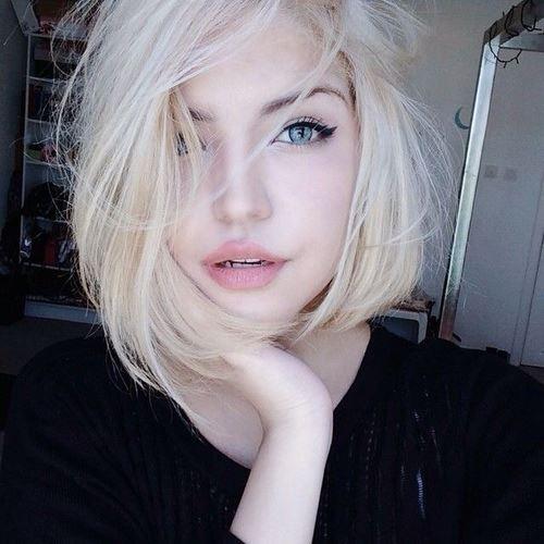 美しい透明肌の女性3