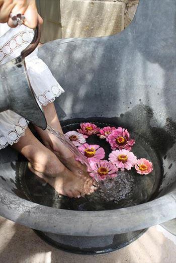 足湯をはる風景
