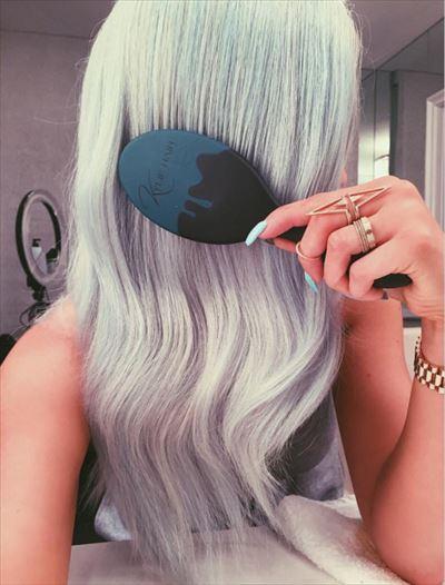 髪のブラッシング