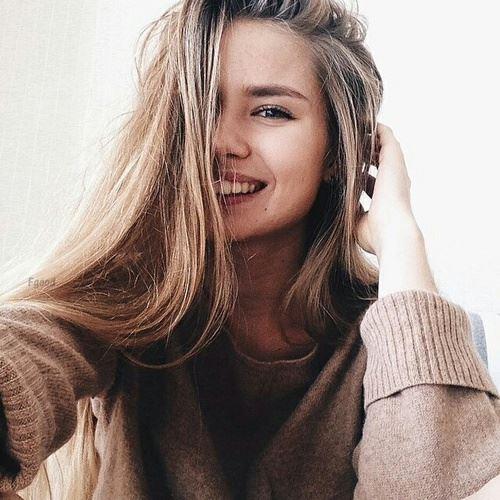 笑顔が素敵な女性の画像1