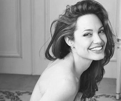 笑顔が素敵な女性の画像2