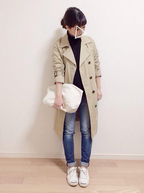 ベージュのトレンチコートを着こなす女性の人気画像6