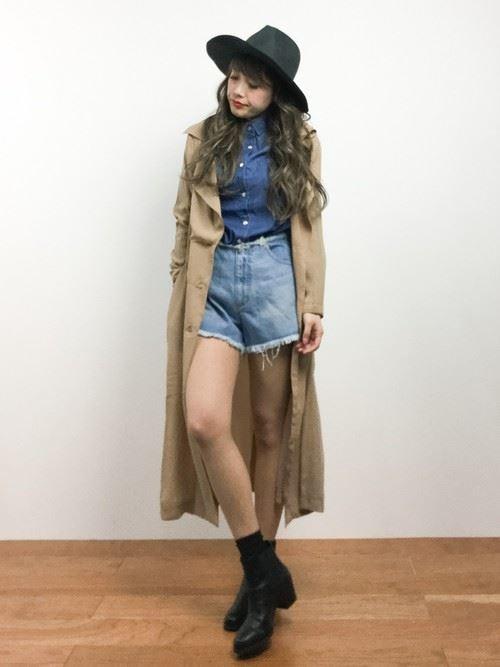 ベージュのトレンチコートを着こなす女性の人気画像8