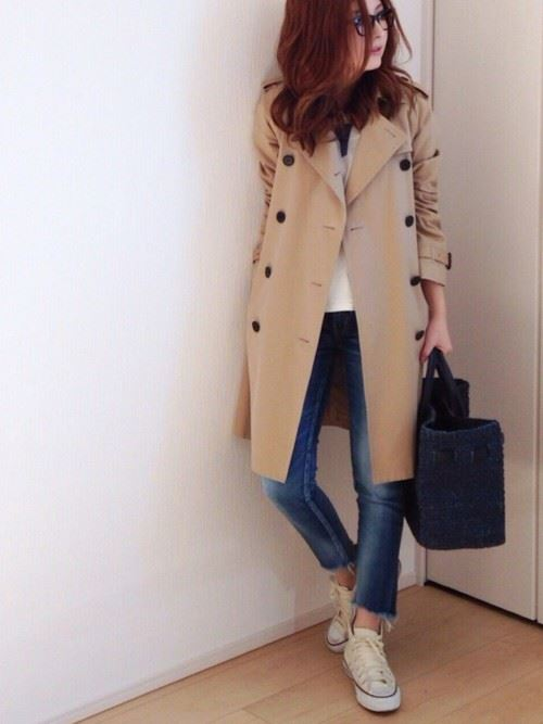 ベージュのトレンチコートを着こなす女性の人気画像9