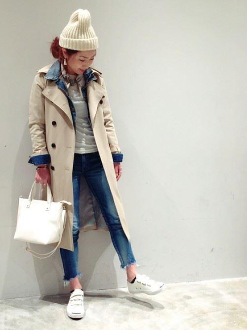 ベージュのトレンチコートを着こなす女性の人気画像10