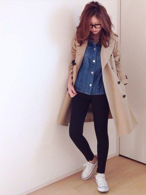 ベージュのトレンチコートを着こなす女性の人気画像11