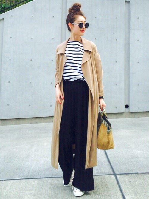 ベージュのトレンチコートを着こなす女性の人気画像15