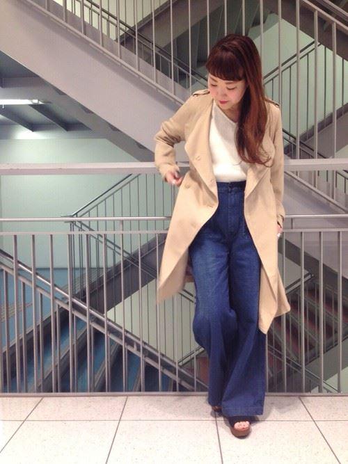 ベージュのトレンチコートを着こなす女性の人気画像18