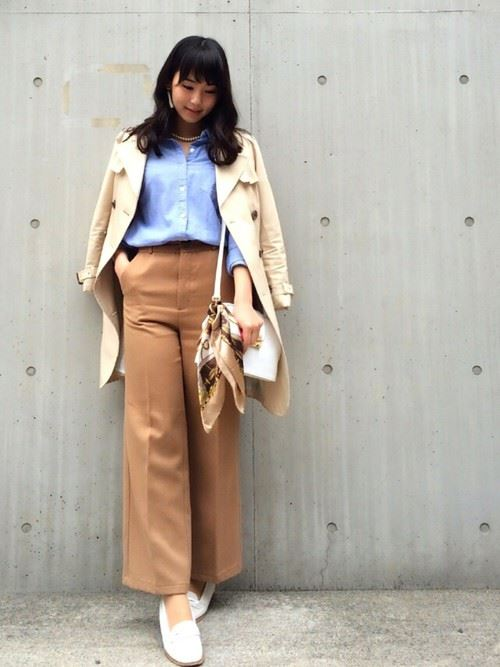 ベージュのトレンチコートを着こなす女性の人気画像19