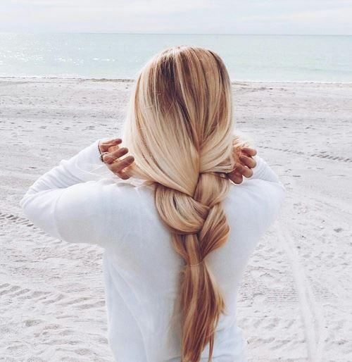さらツヤの美しい髪の女性
