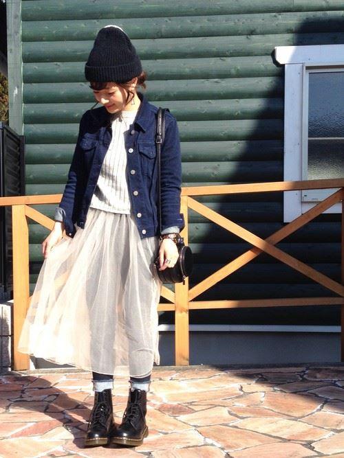 白・オフホワイトのチュールスカートを使った春夏コーデ画像3