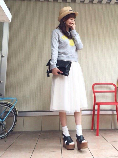白・オフホワイトのチュールスカートを使った春夏コーデ画像9