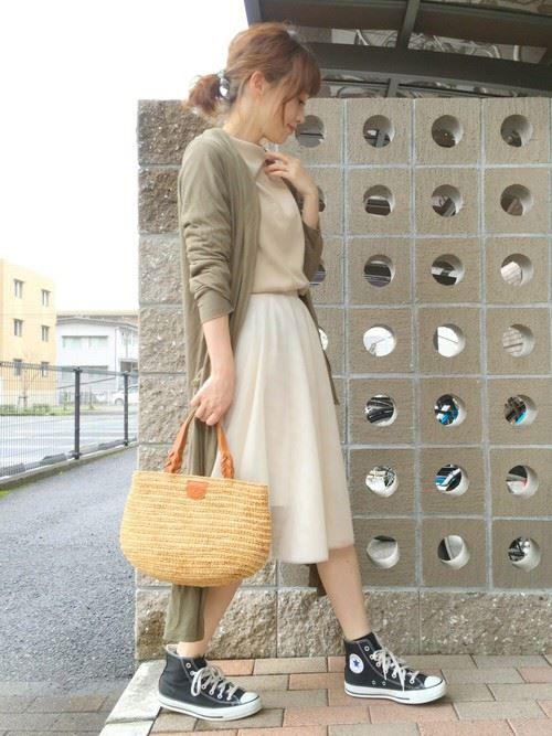 白・オフホワイトのチュールスカートを使った春夏コーデ画像11