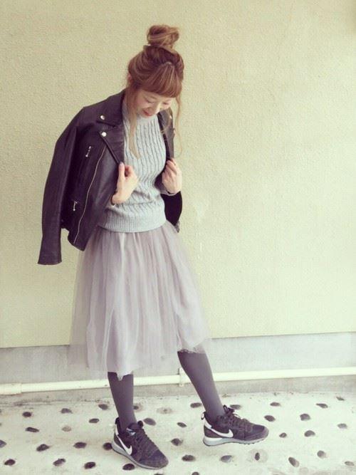 グレー・パープルのチュールスカートを使った春夏コーデ画像1