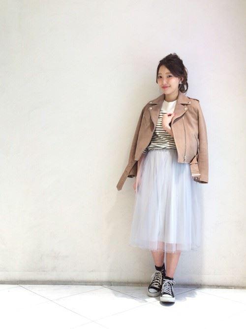 グレー・パープルのチュールスカートを使った春夏コーデ画像2