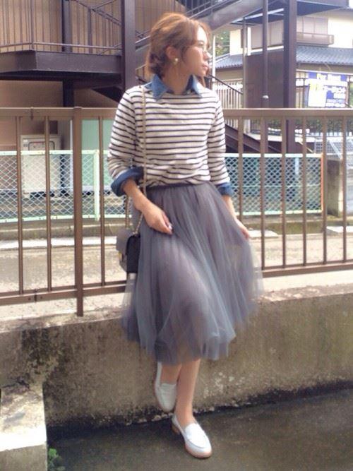 グレー・パープルのチュールスカートを使った春夏コーデ画像4