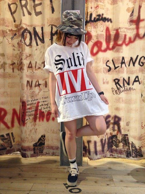 ビッグTシャツワンピで作る夏フェスレディースコーディネート画像1