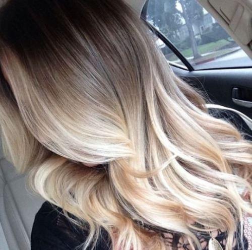 ヘアトリートメントで最高に美しい髪を手に入れた女性の画像
