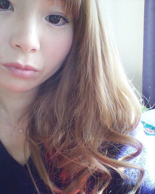 くる巻きジェンヌでカールをつけたヘアアレンジ画像1