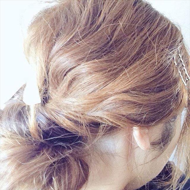 くる巻きジェンヌでカールをつけたヘアアレンジ画像3