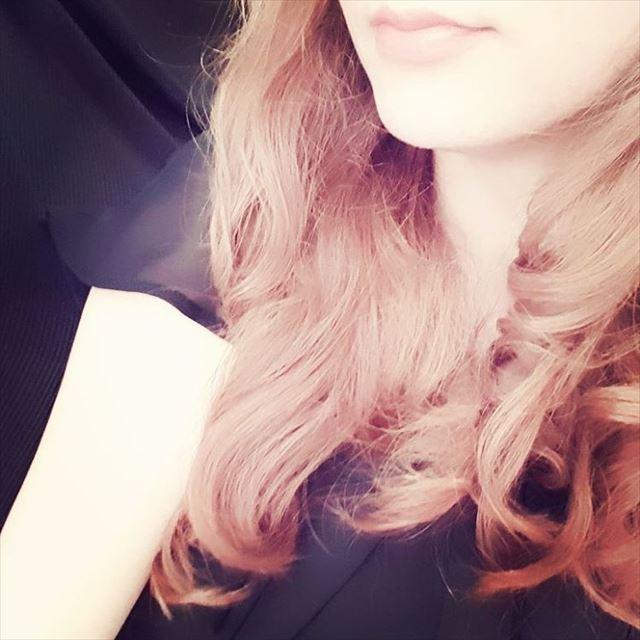 くる巻きジェンヌでカールをつけたヘアアレンジ画像5