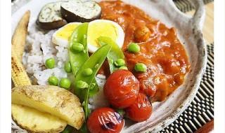 夏野菜をたっぷり使った栄養満点のカレーの画像