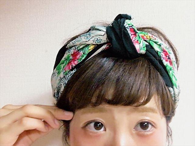 お団子結びのヘアバンドの着用画像