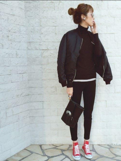 2016,2017秋冬トレンドの黒MA,1を着こなしたレディースコーディネート画像