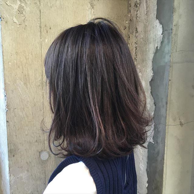流行の暗髪コバルトアッシュのヘアカラーサンプル画像2