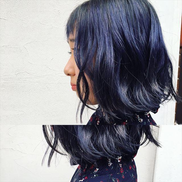 流行の髪色ネイビーアッシュで染めたボブヘアスタイルの画像11