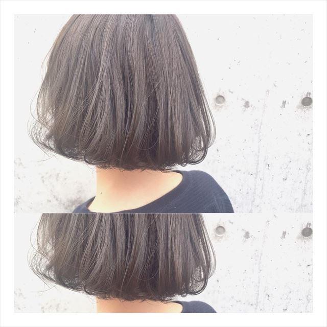 流行の髪色ネイビーアッシュで染めたボブヘアスタイルの画像15