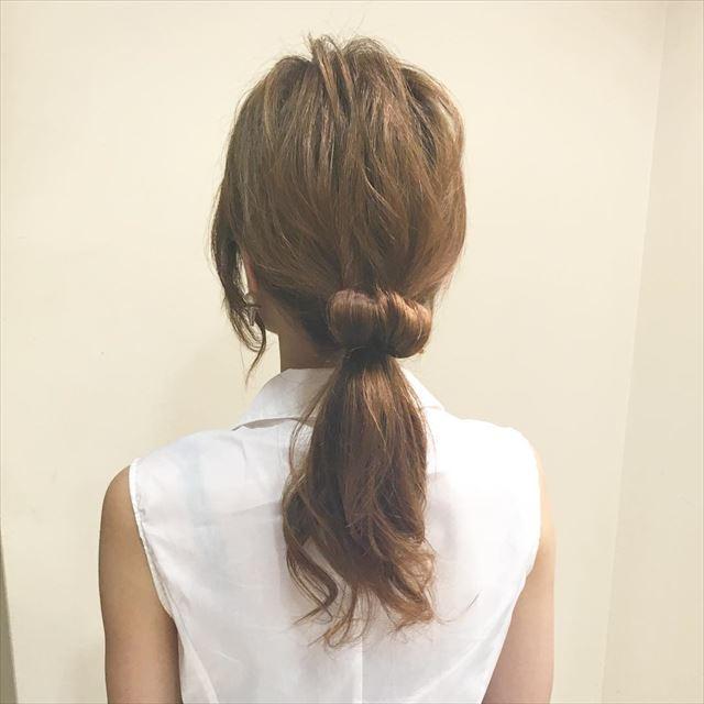 ドーナツポニーテールのオシャレ可愛いヘアアレンジ画像1