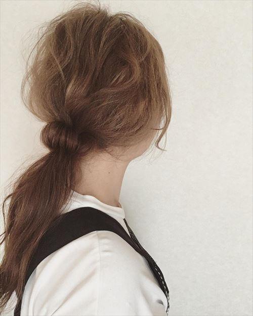 ドーナツポニーテールのオシャレ可愛いヘアアレンジ画像2