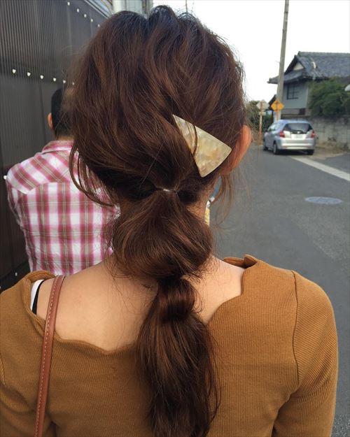 ドーナツポニーテールのオシャレ可愛いヘアアレンジ画像9