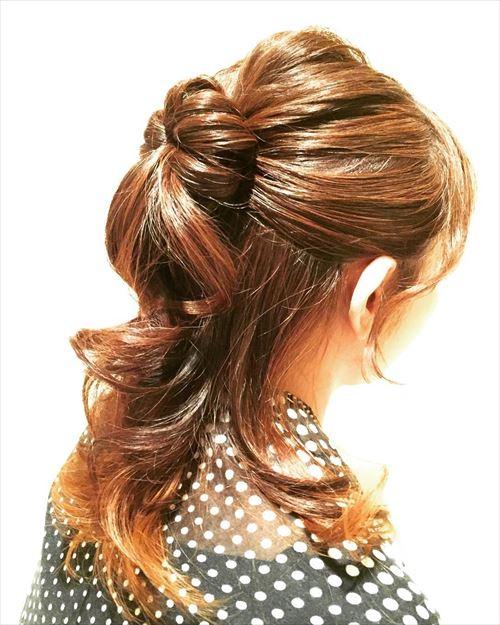 ドーナツポニーテールのオシャレ可愛いヘアアレンジ画像10