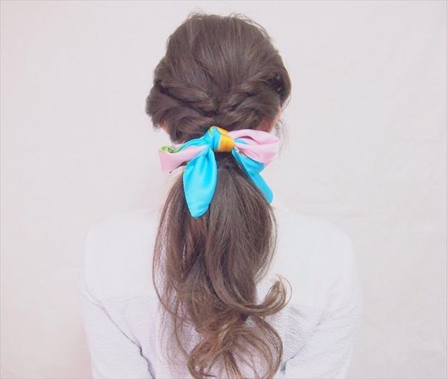 スカーフ×編み込みアレンジで作った髪型画像4