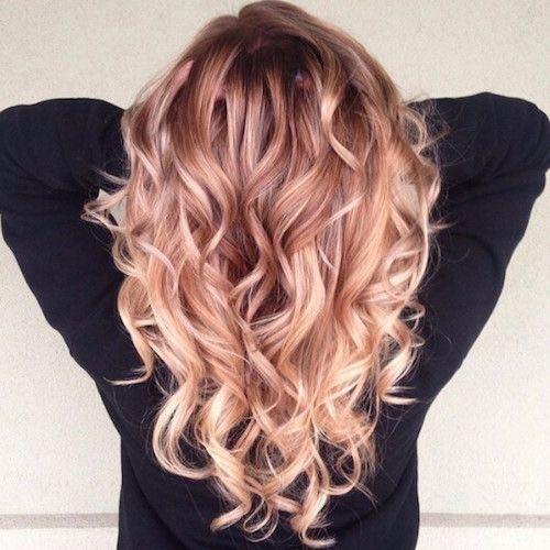 シャンプーによって美しく完璧な髪を手に入れた女性のヘア画像2