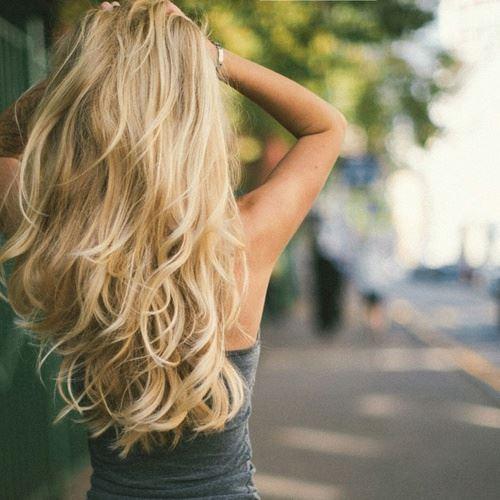 シャンプーによって美しく完璧な髪を手に入れた女性のヘア画像3