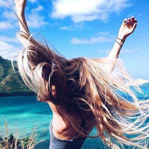 シャンプーによって美しく完璧な髪を手に入れた女性のヘア画像4