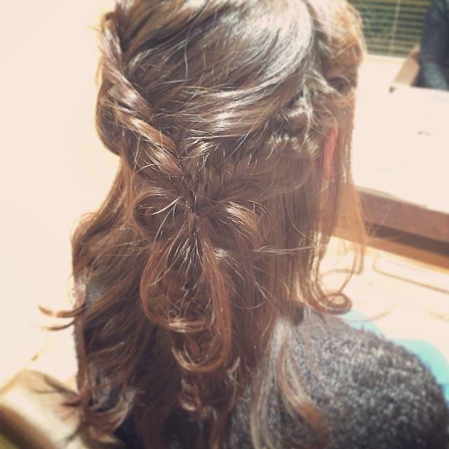 リボンアレンジで作るハーフアップヘアの髪型画像3