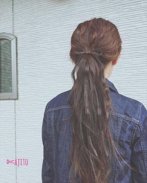リボンヘアで作るローポニーテールアレンジの髪型画像2