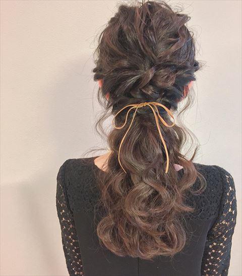 リボンをヘアアクセに使ったヘアアレンジの画像2