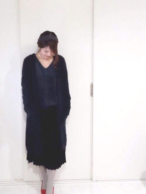 トレンドのベロアトップスをきれいめに着こなした女性のコーディネート画像6