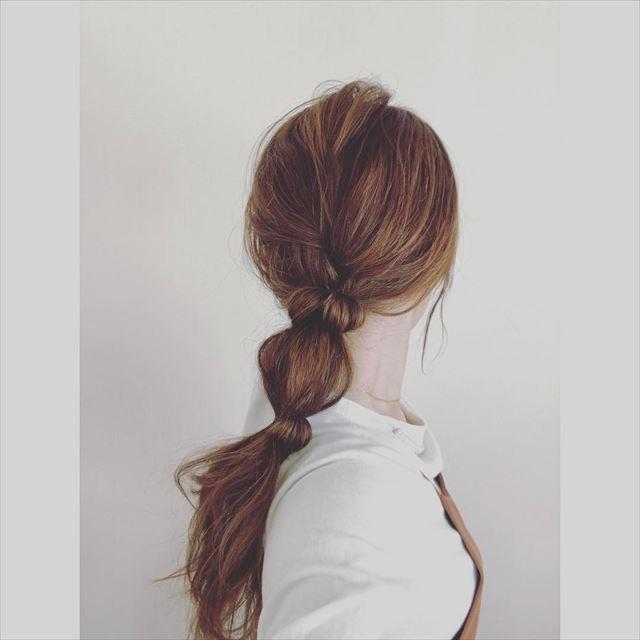 ゴム隠しでアレンジした玉ねぎヘアの髪型画像