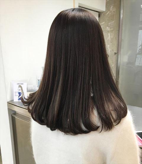 流行のアイスグレーカラーの髪色画像