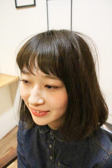 チャップアップシャンプーを使う前の女性の髪のアップ画像