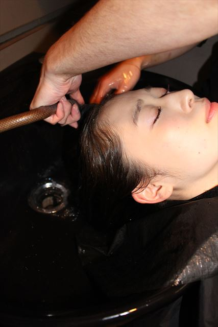 チャップアップシャンプーで髪を洗っている画像1