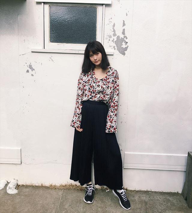 GUのパラッツオパンツを着こなした春夏コーディネート画像3